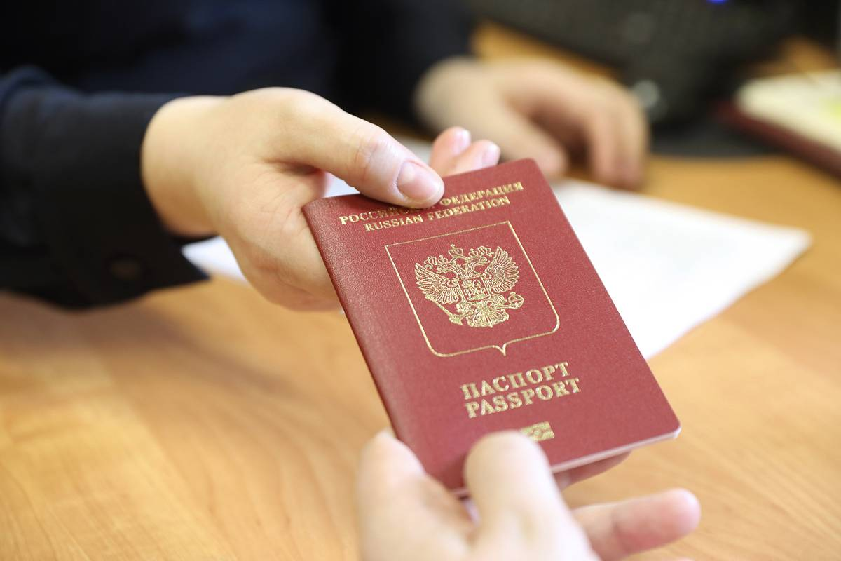 Изъятие загранпаспорта за долги